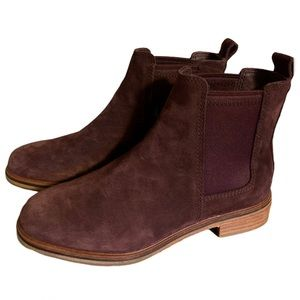 🆕 Clarks Burgundy Suede Boots - Women's Size 6.5